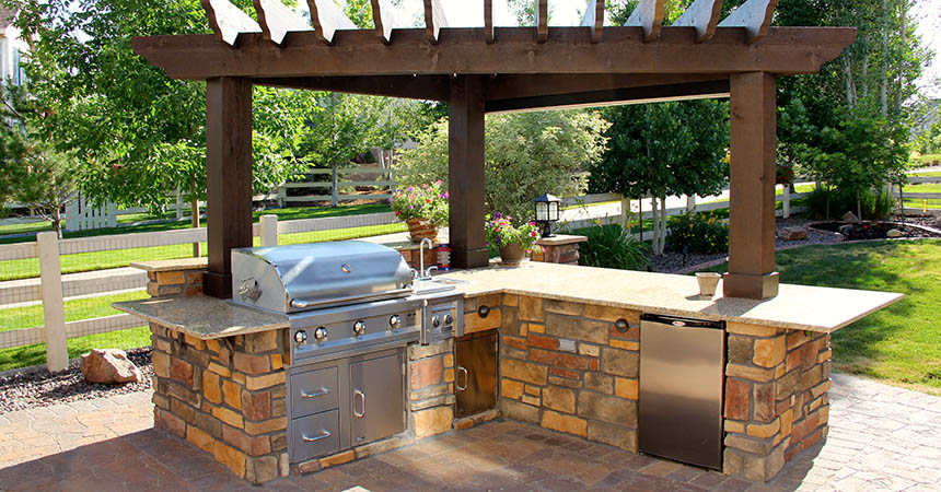 Backyard landscaping katy landscaping katy tx for Deck kitchen ideas